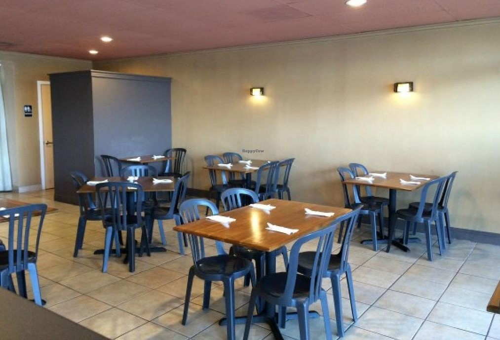 Tosh's Ramen dining room